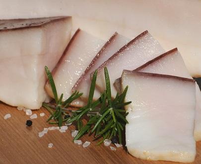 slanina de porc putin afumata sarata